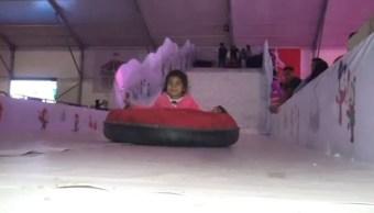 Instalan Villa Navideña en Campeche con pista de hielo