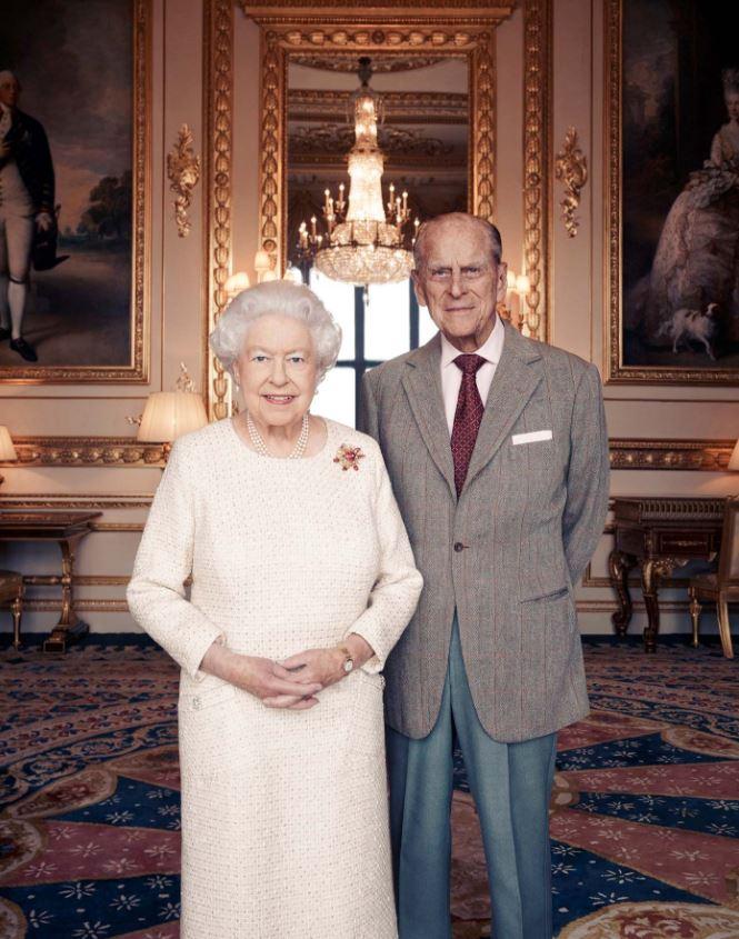 Isabel II y el príncipe Felipe celebran sus bodas de platino