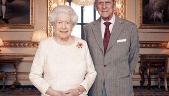 Difunden nuevo retrato de la reina Isabel II y su esposo