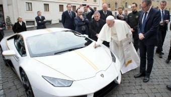 Lamborghini de edición especial regalado al papa Francisco