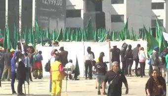 Los manifestantes se concentran en el Monumento a la Revolución para dirigirse a las inmediaciones de la Secretaría de Gobernación. (Noticieros Televisa)