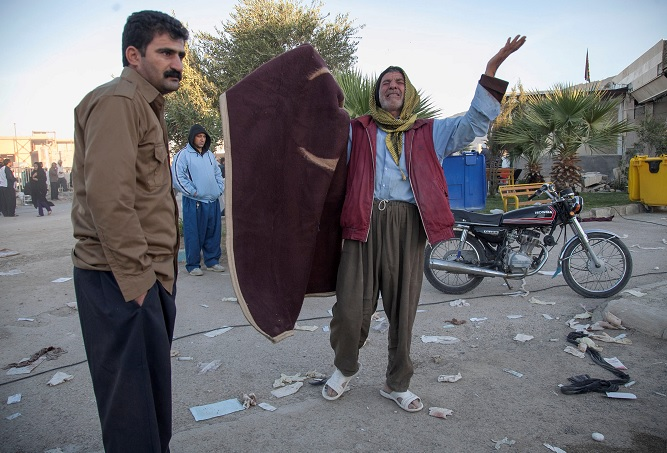 Suman más de 400 muertos por sismo en Irán