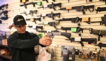 Sessions ordena revisar sistema compradores armas Estados Unidos