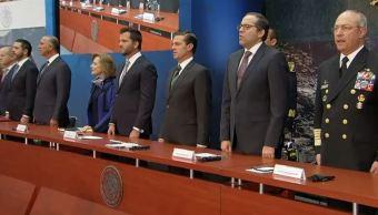 El presidente de México, Enrique Peña Nieto, firma el Decreto del Parque Nacional de Revillagigedo, en Los Pinos. (Presidencia de la República)