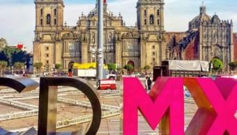 Inicia instalación de la Pista de Hielo en el Zócalo capitalino