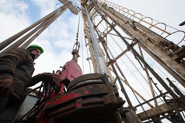 Precios del crudo, a la baja antes de reunión de la OPEP