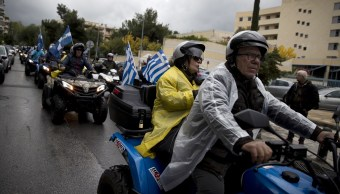 Centenares de personas protestan en Grecia contra prohibición de cuatrimotos