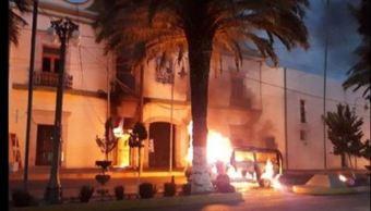 Linchan a presunto delincuente y vandalizan comandancia en Puebla