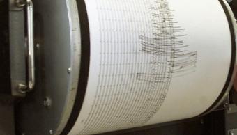 Registró de un sismógrafo en un rollo de papel