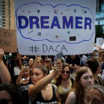 Demócratas piden aceptar renovaciones atrasadas programa DACA