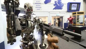 replica de robot terminator es exhibida en museo