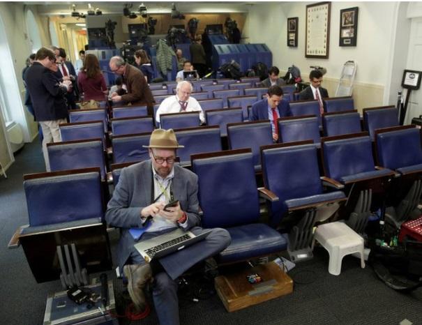 The New York Times suspendió a un reportero por conducta inapropiada