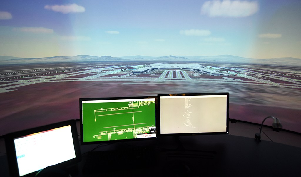 SCT inaugura simulador para control aéreo