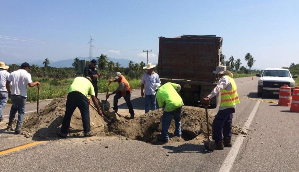 reparan hundimiento carretera acapulco zihuatanejo