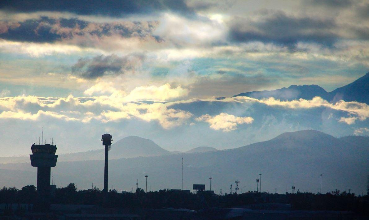 Responsables líneas aéreas de más de 6 mil vuelos cancelados: SCT