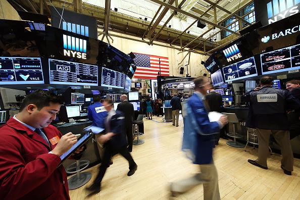 Wall Street abre a la baja por la reforma tributaria