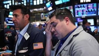 Wall Street cae por los sectores financiero y tecnológico