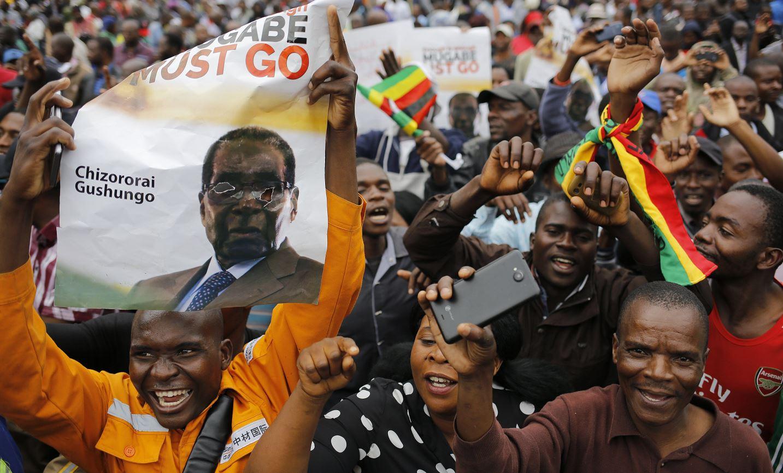 miles personas protestan zimbabue presidente mugabe