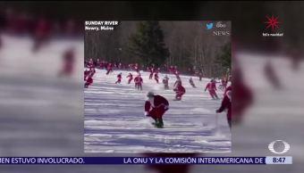 Decenas de hombres vestidos de Santa Claus esquían en Maine