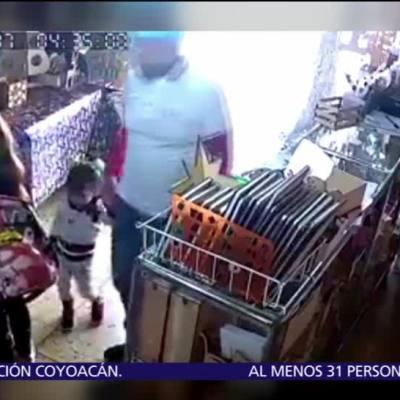 Pareja usa a niña para robar tienda en Texcoco, Edomex