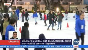 Habitantes de la CDMX disfrutan de la pista del hielo del Zócalo