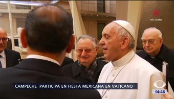 Regalan al papa un sombrero típico de Campeche