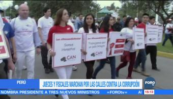 Jueces y fiscales marchan contra la corrupción en Perú