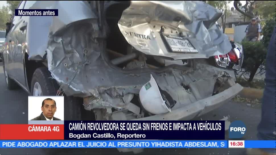 Camión revolvedora se queda sin frenos e impacta vehículos en la CDMX