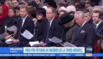 Celebran misa en memoria de víctimas del incendio en Torre Grenfell