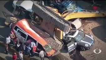 Una retroexcavadora cae sobre autos en Interlomas