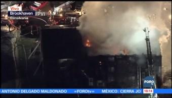 Incendio consume edificio de departamentos en Filadelfia