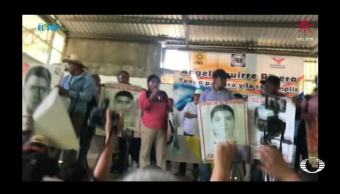 Familiares del caso Ayotzinapa boicotean aparición de Ángel Aguirre