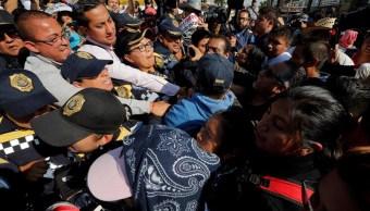 Familiares de normalistas realizan una marcha a la Basílica de Guadalupe