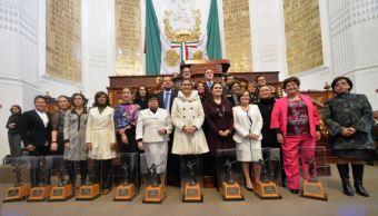 ALDF reconoce labor de 10 mujeres con presea 'Hermila Galindo'