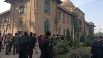 terroristas perpetran ataque universidad peshawar pakistan