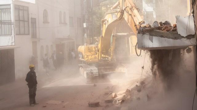 Avanzan demoliciones de inmuebles dañados por sismo en CDMX