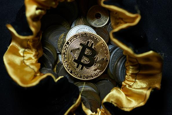 El Bitcoin se cotiza por encima de 15,000 dólares