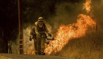 Muere bombero durante labores extinguir incendio Thomas California