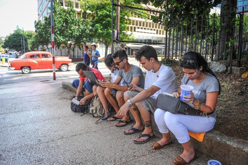 Celulares con internet para los cubanos en 2018
