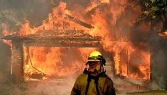Desalojan más 200 mil personas incendio forestal California