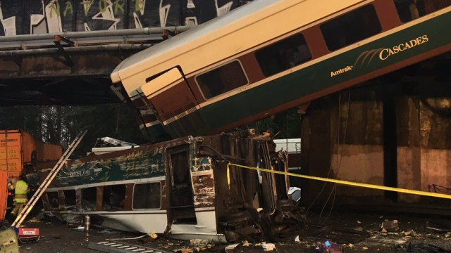 Múltiples heridos por descarrilamiento de tren en Washington