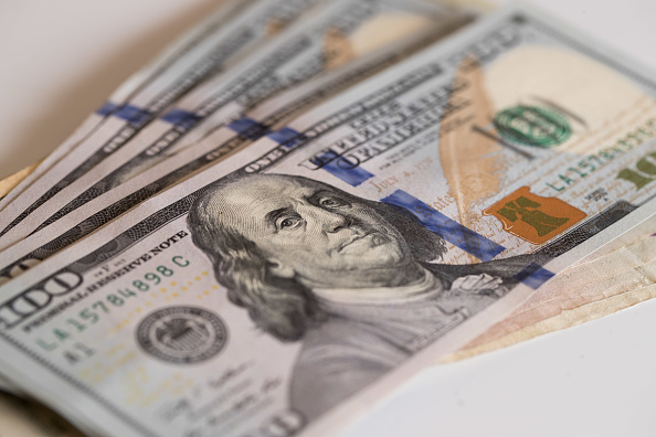 El dólar cierra en 19.23 pesos a la venta