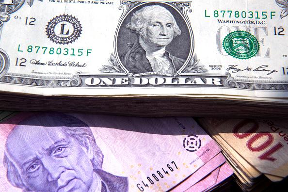 El dólar cierra en $19.83 a la venta