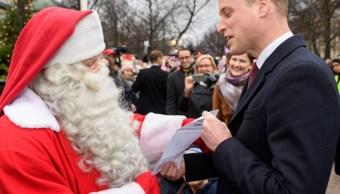 El príncipe Jorge le pide a Santa Claus un coche