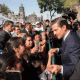 EPN camina de la SCJN a Palacio Nacional para saludar a mexicanos