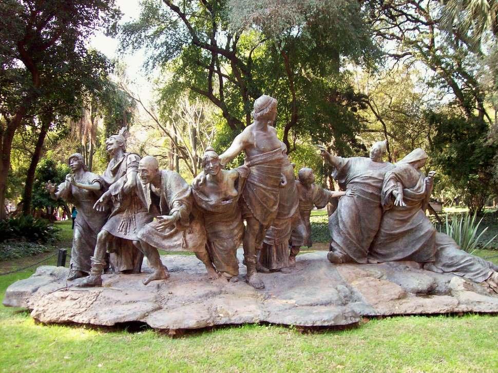 Escultura Saturnalia de Ernesto Biondi. Wikimedia Commons