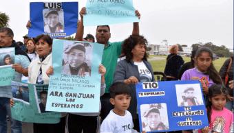 Familiares de los marinos que viajaban en el submarino desaparecido