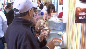 Habitantes de Oaxaca se curan la resaca en los mercados