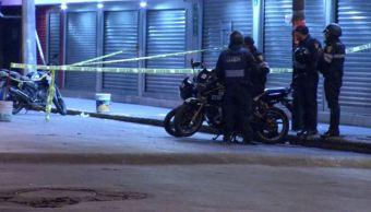 Hieren a policía durante robo a tienda