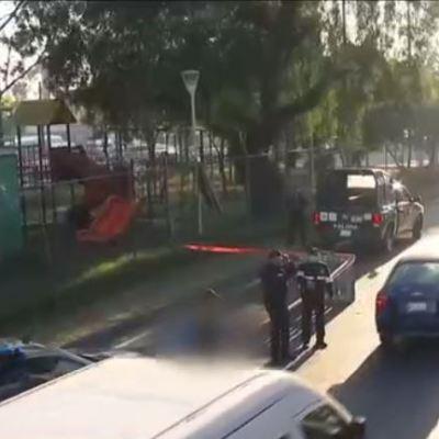 Muere hombre tras arrojarse de puente peatonal en Calzada Ignacio Zaragoza, CDMX